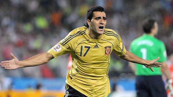 Dani Güiza celebra uno de sus goles. (Efe)