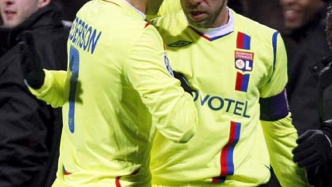 Juninho celebra el gol ante el Barça (Reuters).