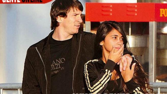 Una imagen de las que ofrece la publicación argentina Gente, en la que Lionel Messi aparece acompañado de su novia Antonella. FOTO: GENTE.COM.AR