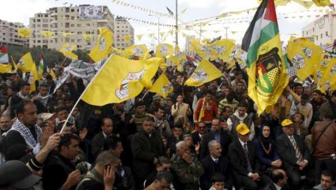 Manifestación de Al Fatah en Nablús, mientras sus dirigentes se reunen en Egipto con los de Hamás.