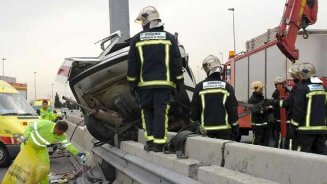 Imagen del accidente donde una mujer de unos 70 años ha muerto y un hombre ha resultado herido muy grave en Torrelodones, Madrid. (EFE)