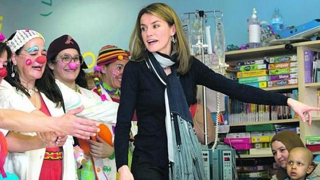 La Princesa de Asturias con los payasos de Sonrisa Médica en Palma.
