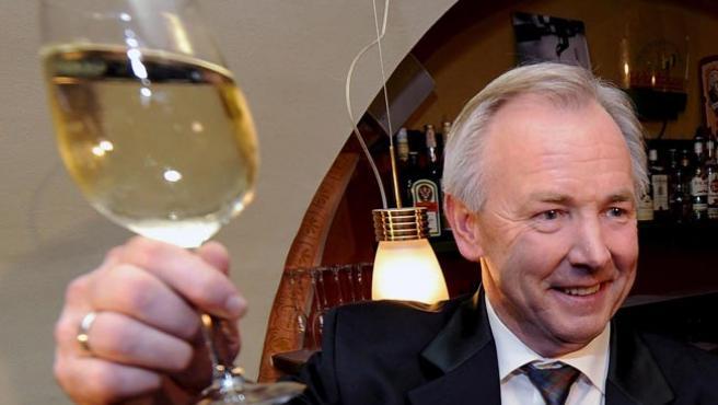 El gobernador de Carintia y candidato de la Alianza para el Futuro, Gerhard Doerfler, celebra el resultado electoral (H. K. TECHT / EFE)