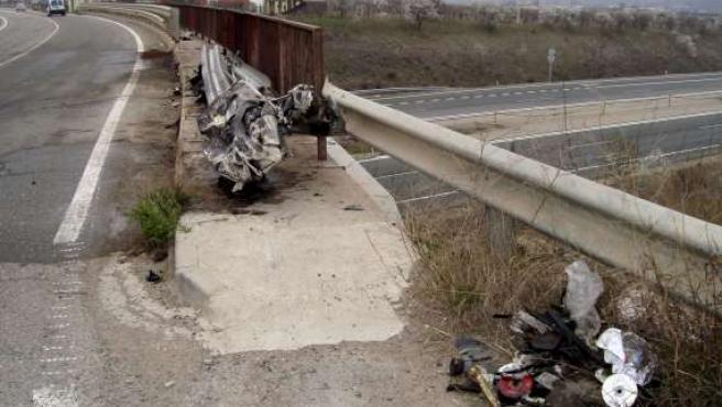 Lugar en la carretera LR-134, en Calahorra, donde se estrelló una furgoneta, en un accidente en el que murieron dos personas. (EFE)