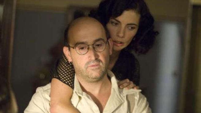 Maribel Verdú y Javier Cámara en 'Los Girasoles Ciegos'. (ARCHIVO)