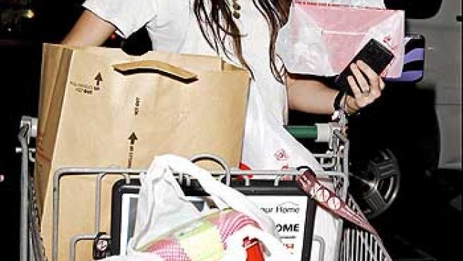 Miley Cyrus hace la compra.