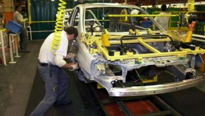 El plan de saneamiento de Opel contempla despidos y recortes salariales. (ARCHIVO).