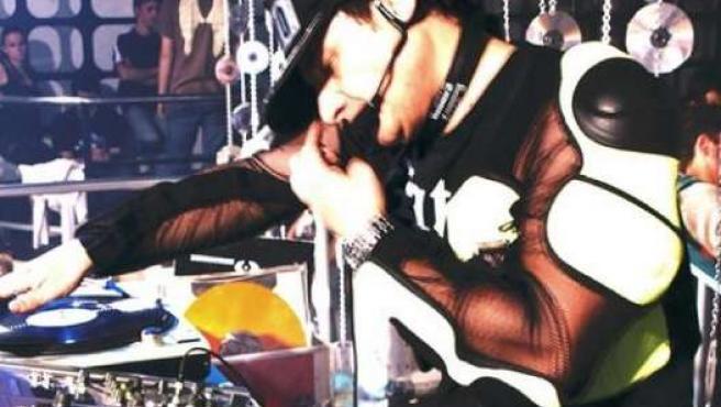 Chimo Bayo pinchando discos