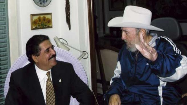El presidente hondureño, Manuel Zelaya, reunido con Fidel Castro.
