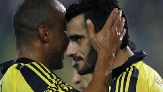 Guiza y Deivid celebran el gol del jerezano para el Fenerbahce.