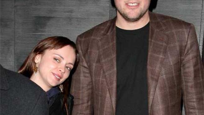 Christina Ricci junto a su altísimo novio, Owen.