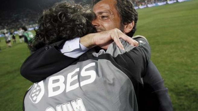 Quique Sánchez Flores celebra el triunfo de su equipo.