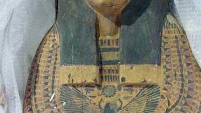 El ataúd fue tallado para adaptarse a su ocupante.