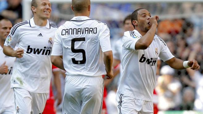 El madridista Marcelo (der.) celebra su gol.