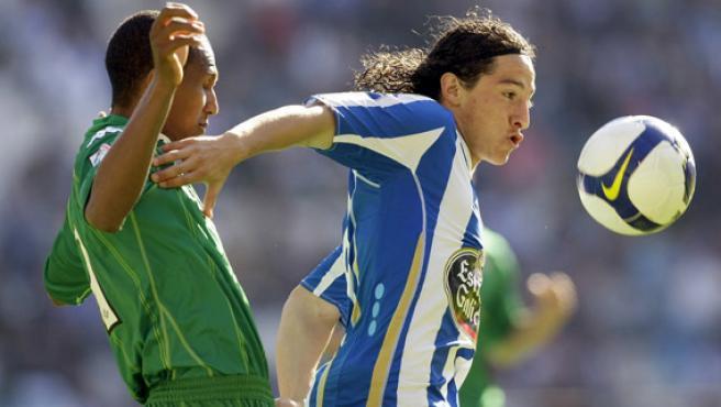 Mehmet Aurelio (izq.) y Andrés Guardado, en Riazor.