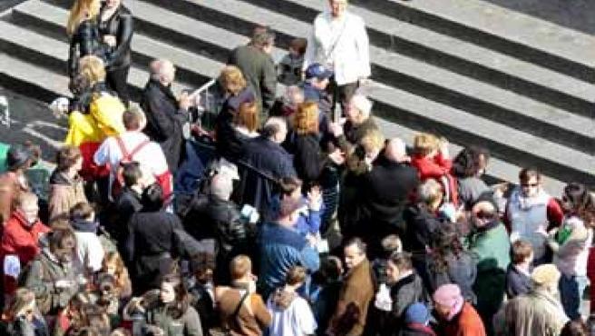 Varios de los participantes que formaron parte de la cola para ir al baño en Bruselas.