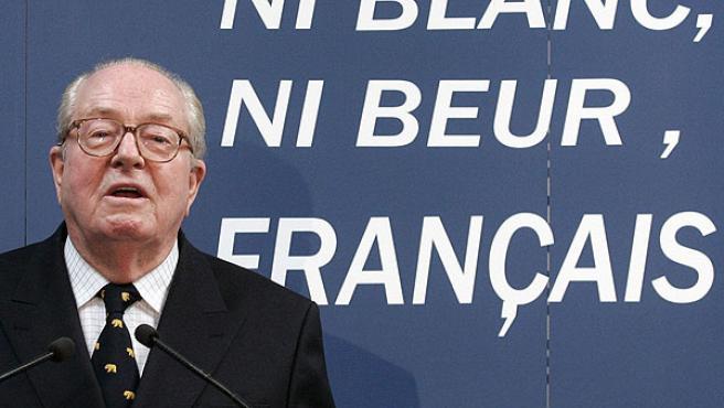 Le Pen, durante un acto electoral en un suburbio de París (REUTERS).