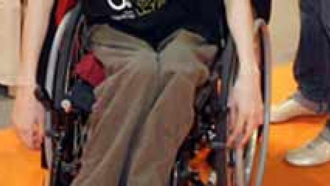 Albert Casals recorre el mundo solo, sin dinero, sobre su silla de ruedas.