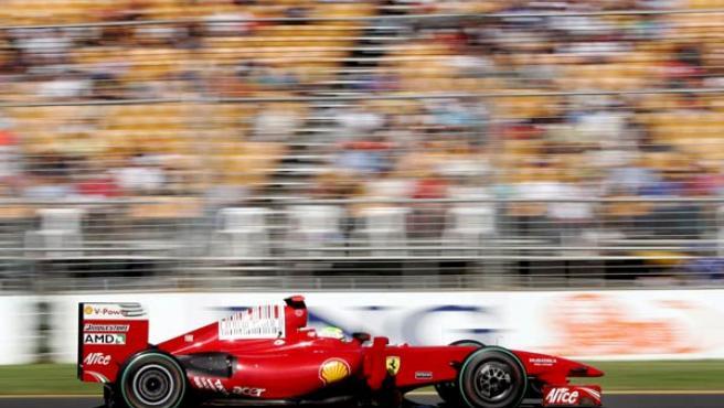 El piloto brasileño Felipe Massa al volante de su Ferrari en el GP de Australia