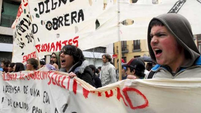 Manifestación por las calles de Granada en contra del plan de Bolonia.