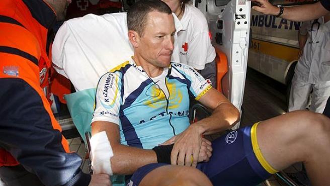 Lance Armstrong, un instante después de romperse la clavícula.