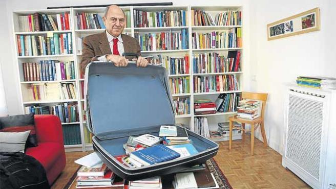 El profesor y filósofo José Antonio Marina, en su estudio de Madrid.