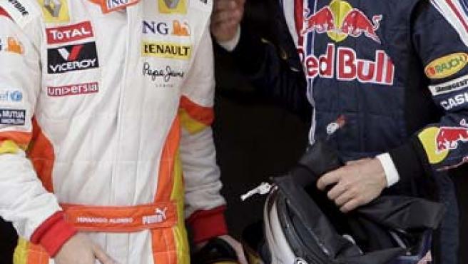 Fernando Alonso y Sebastian Vettel charlan después de la clasificación del Gran Premio de China.