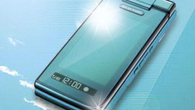 El primer teléfono móvil nipón será comercializado por el operador de telefonía KDDI.