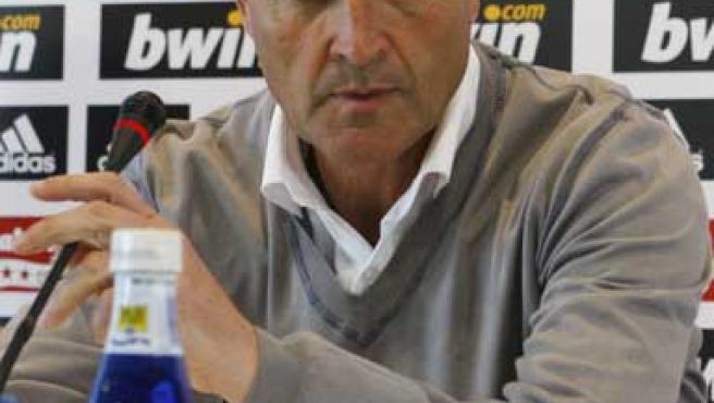 El entrenador del Real Madrid, Juande Ramos, durante la rueda de prensa.