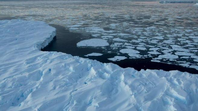 La reducción de los casquetes polares es uno de los principales efectos del calentamiento global.