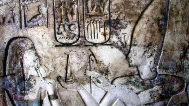 Imagen de uno de los cuatro templos faraónicos amurallados descubiertos por arqueólogos egipcios.