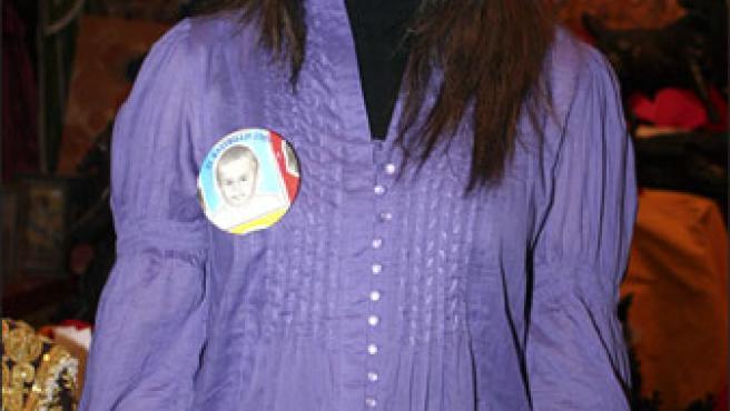 María José Campanario posa en un mercadillo solidario.