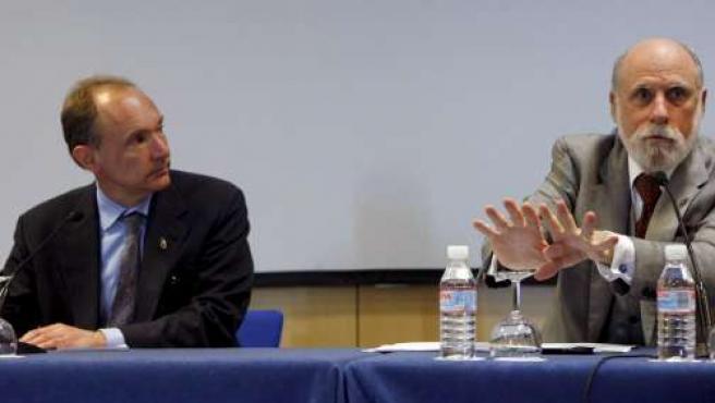 Tim Berners-Lee y Vinton Cerf durante su participación en el Congreso World Wide Web WWW2009 en Madrid.
