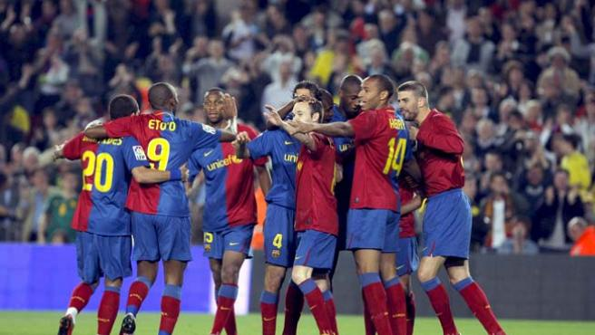 Los jugadores del Barça celebran su victoria frente al Sevilla en el Camp Nou.