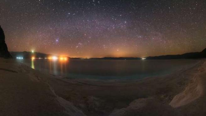 Paisaje celeste sobr eel lago Salda (Turquía).