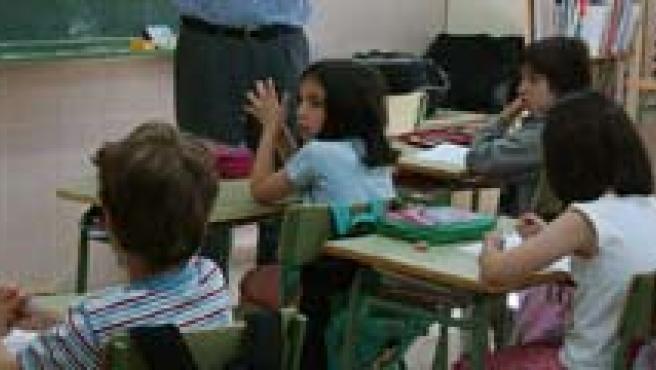 Alumnos en clase en una escuela pública.