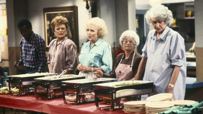 Rue McClanahan, Betty White, Estelle Getty y Bea Arthur (a la derecha de la imagen) en las 'chicas de oro'.