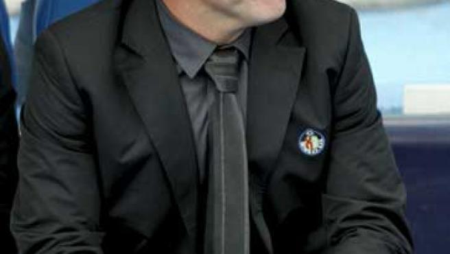 Víctor Muñoz en el banquillo durante el partido de la trigésimo tercera jornada de Liga
