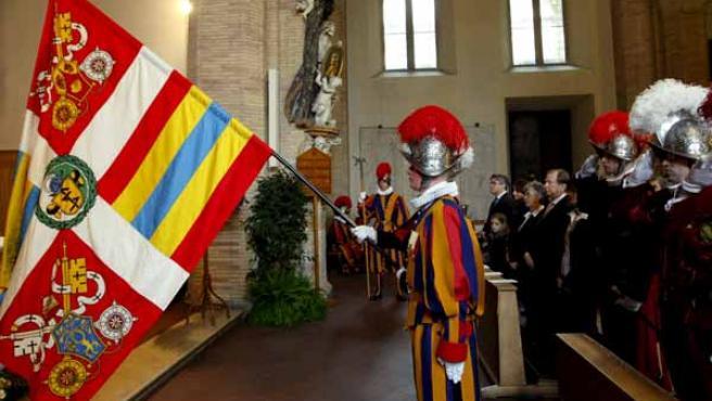 El nuevo comandante de la Guardia Suiza del Vaticano, Daniel Rudolf Anrig, durante su toma de posesión (EFE).
