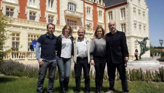 De izquierda a derecha, Antonio Molero, Carolina Bang, el escritor, director y protagonista de la película, Jesús Bonilla, Carmen Arche y Antonio Resines.