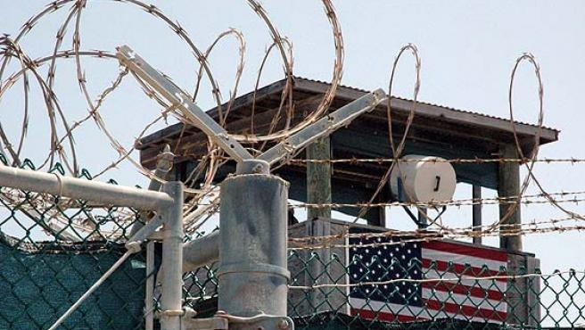 Una torre de vigilancia en la prisión de Guantánamo.