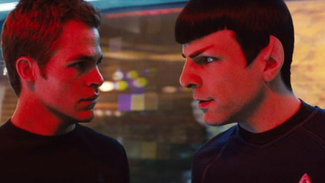 El capitan Kirk (Chris Pine) y Spock (Zachary Quinto).