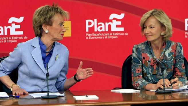 Las vicepresidentas del Gobierno, María Teresa Fernández de la Vega y Elena Salgado.