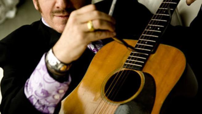 El artista Elvis Costello.