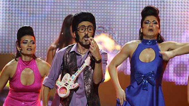 Rodolfo Chikilicuatre, con Disco y Gráfica, durante su actuación.