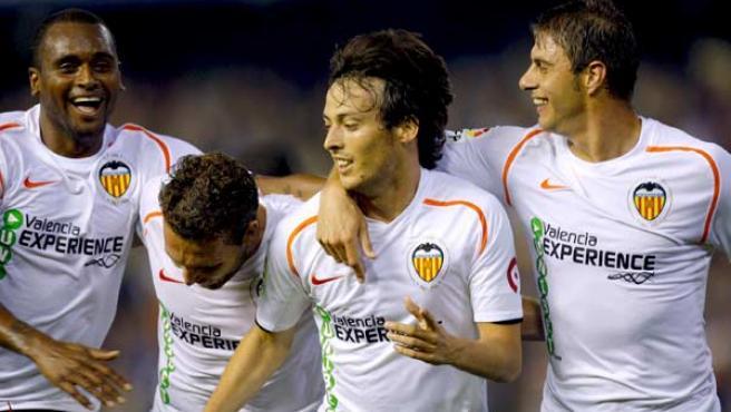 David Silva, Rubén Baraja, Miguel y Joaquín celebran uno de los goles del Valencia ante el Real Madrid.