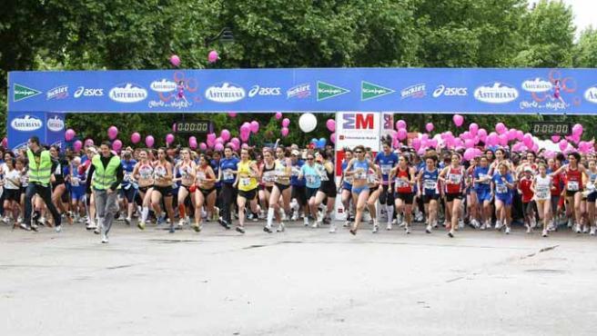 Imagen de la salida de la VI Carrera de la Mujer en Madrid, en la que ganó la triatleta Ana Burgos.