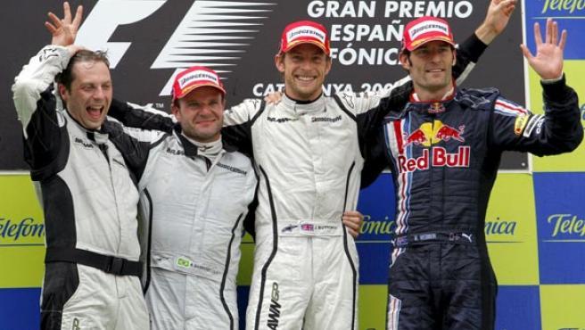 Button (2d), Barrichello (2i) y Webber (d).