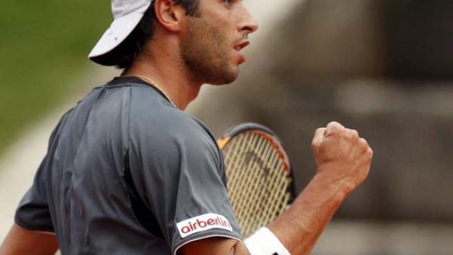 Albert Montañés celebra un punto en el torneo de Estoril, del que salió campeón.