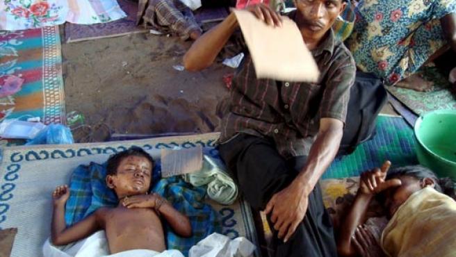 Civiles tamiles heridos en una fotografía realizada el 10 de mayo por un grupo que apoya a la guerrilla tamil.